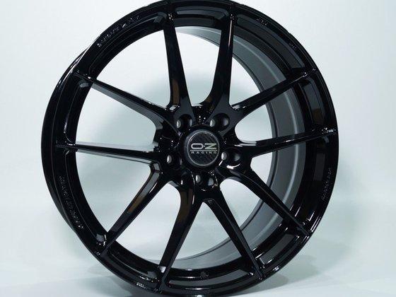 Mainhattan-Wheels-Schwarz-Hochglanz-RAL9005-Leggera-2-845x684